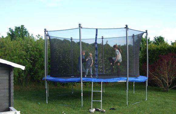 Styrk barnets motorik med en trampolin