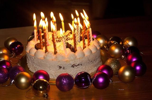 Sådan laver du nemt flotte kager til børnefødselsdagen