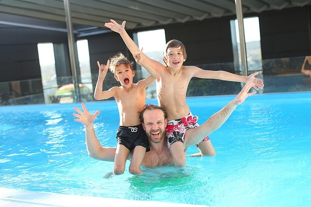 Giv børnene en god oplevelse ved poolen