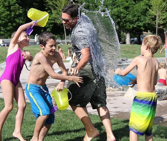 3 ting du skal huske, når dine børn leger med vand