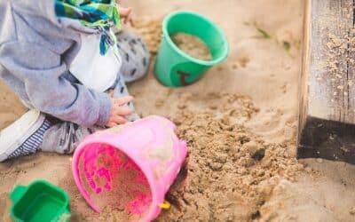 Sådan sikrer du en sund sandkasse i gården for dine børn