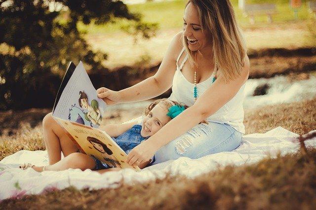 Sådan hjælper du dit barn med læsevanskeligheder